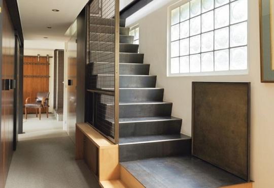 http://www.inoxalum.com/wp-content/uploads/2014/11/escalier-droit-1.jpg